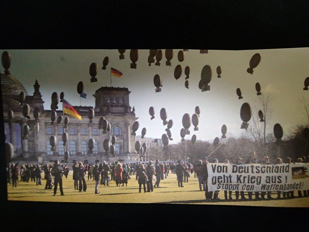 連邦議会前デモ