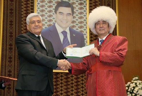 トルクメニスタン大学での名誉教授授与